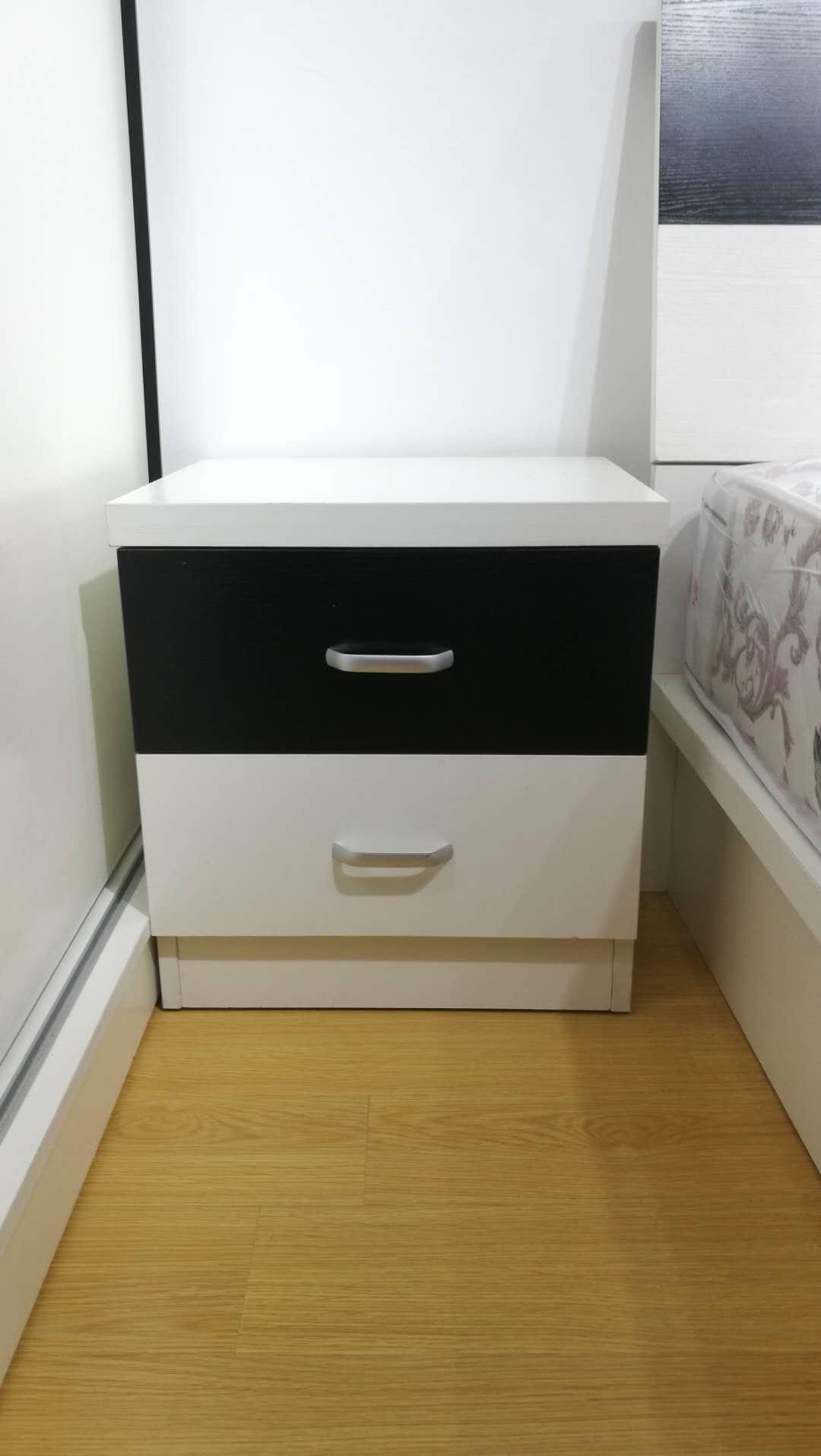 时尚风格黑白拼色床边柜