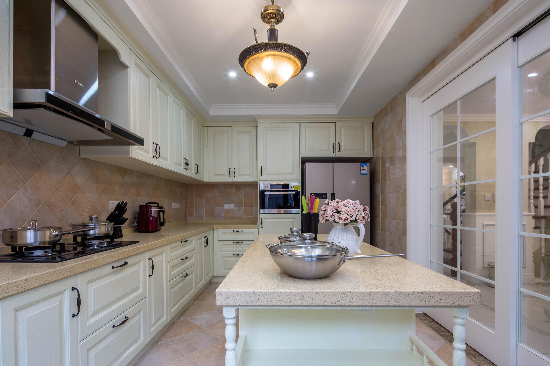 装修效果图 家居美图 欧式风格卧室精装公寓白色简欧风格富裕型橱柜
