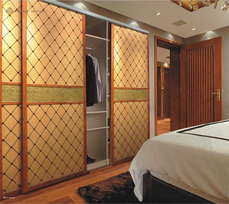 软包拉门效果图 卧室美女 美女在卧室高清图片