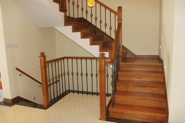 上海健步楼梯 现代中式装修 实木楼梯 玻璃栏杆 gm043