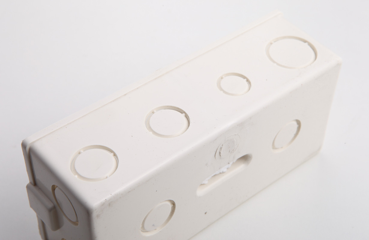 dpn断路器(双进双出1p+n空气开关)占1个位 1p漏电保护器(占3个位置) 2