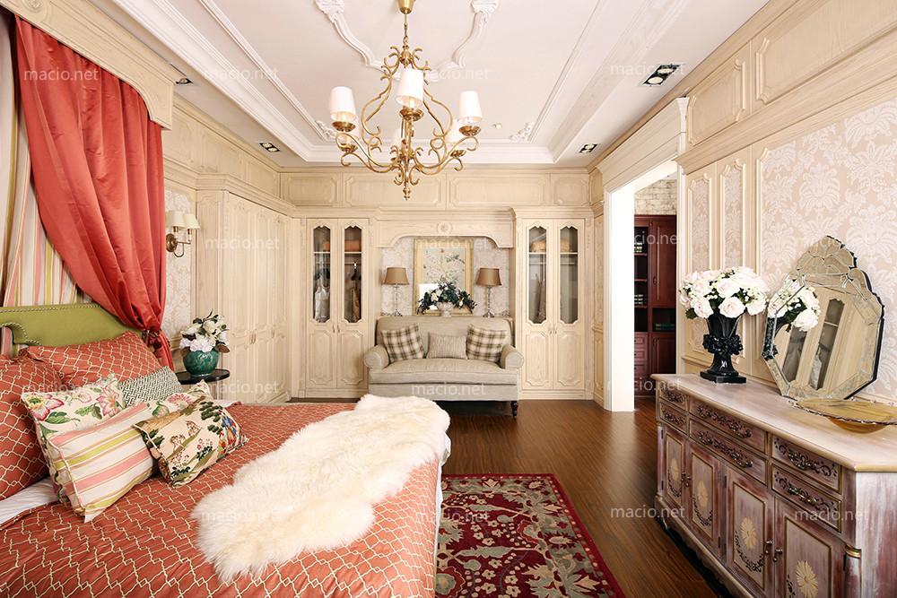 玛格定制家具经典美式卧室白木纹衣柜