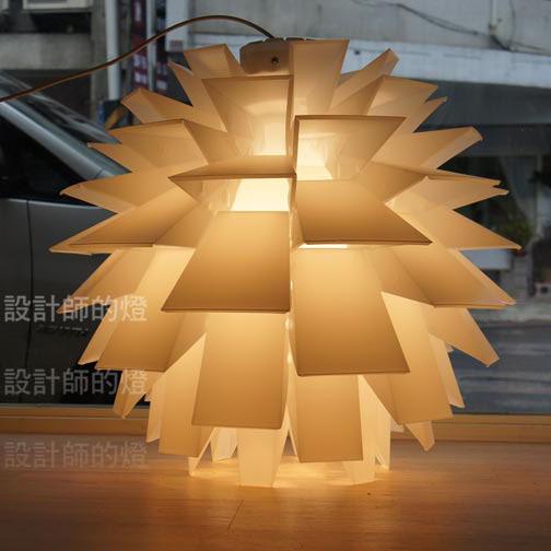 设计师的灯简约现代雕刻白炽灯节能灯吊灯