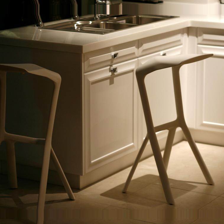霍客森黑色黄色红色白色塑料移动成人简约现代餐椅