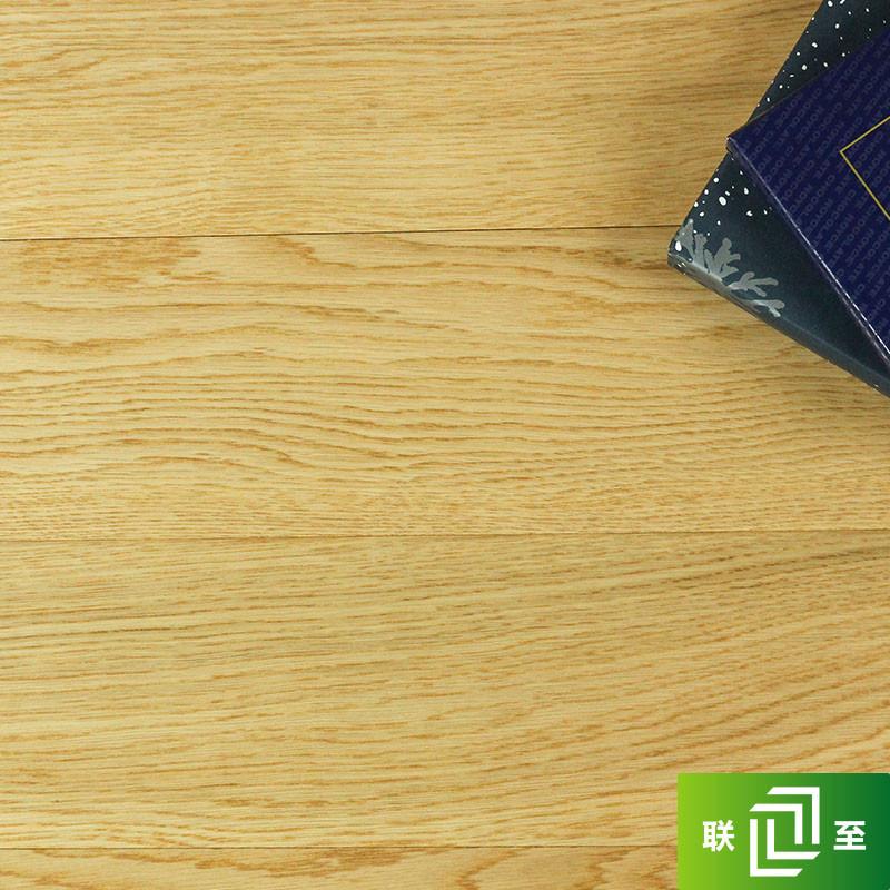 联至橡木--地板