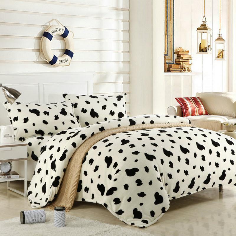 天绚 珊瑚绒成年人四件套床单式几何图形活性印花 斑点奶牛床品件套四件套