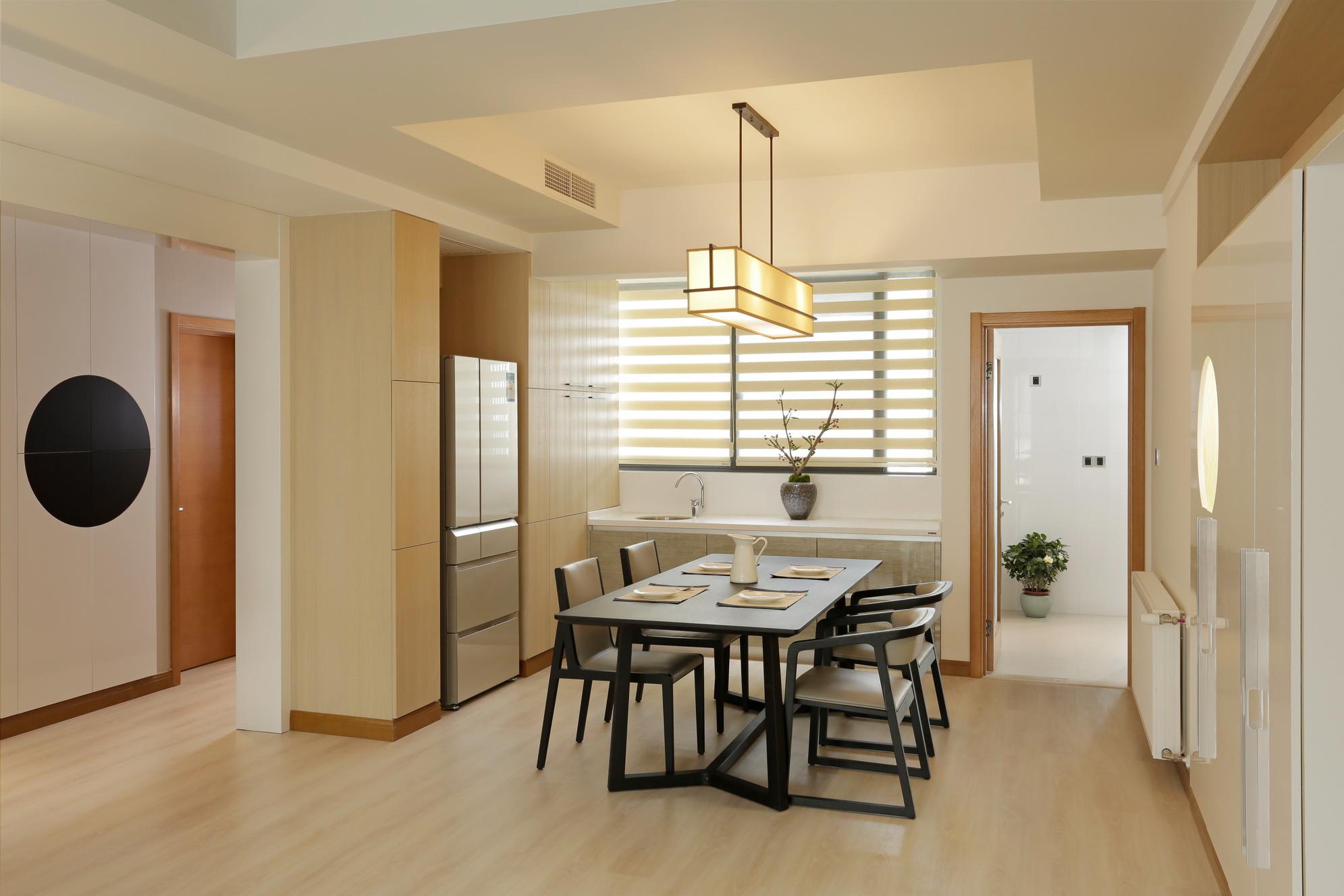 125平简约三居装修客厅设计图