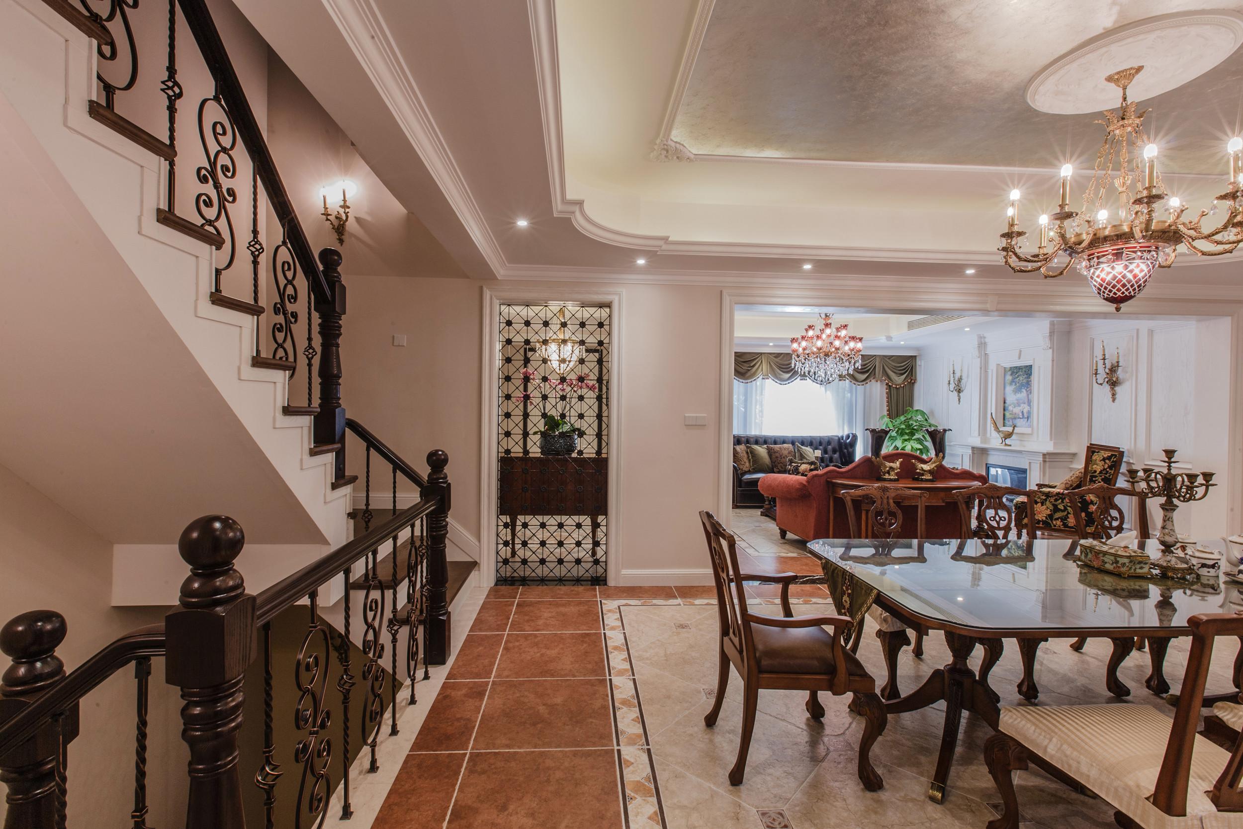 餐厅楼梯餐桌图片