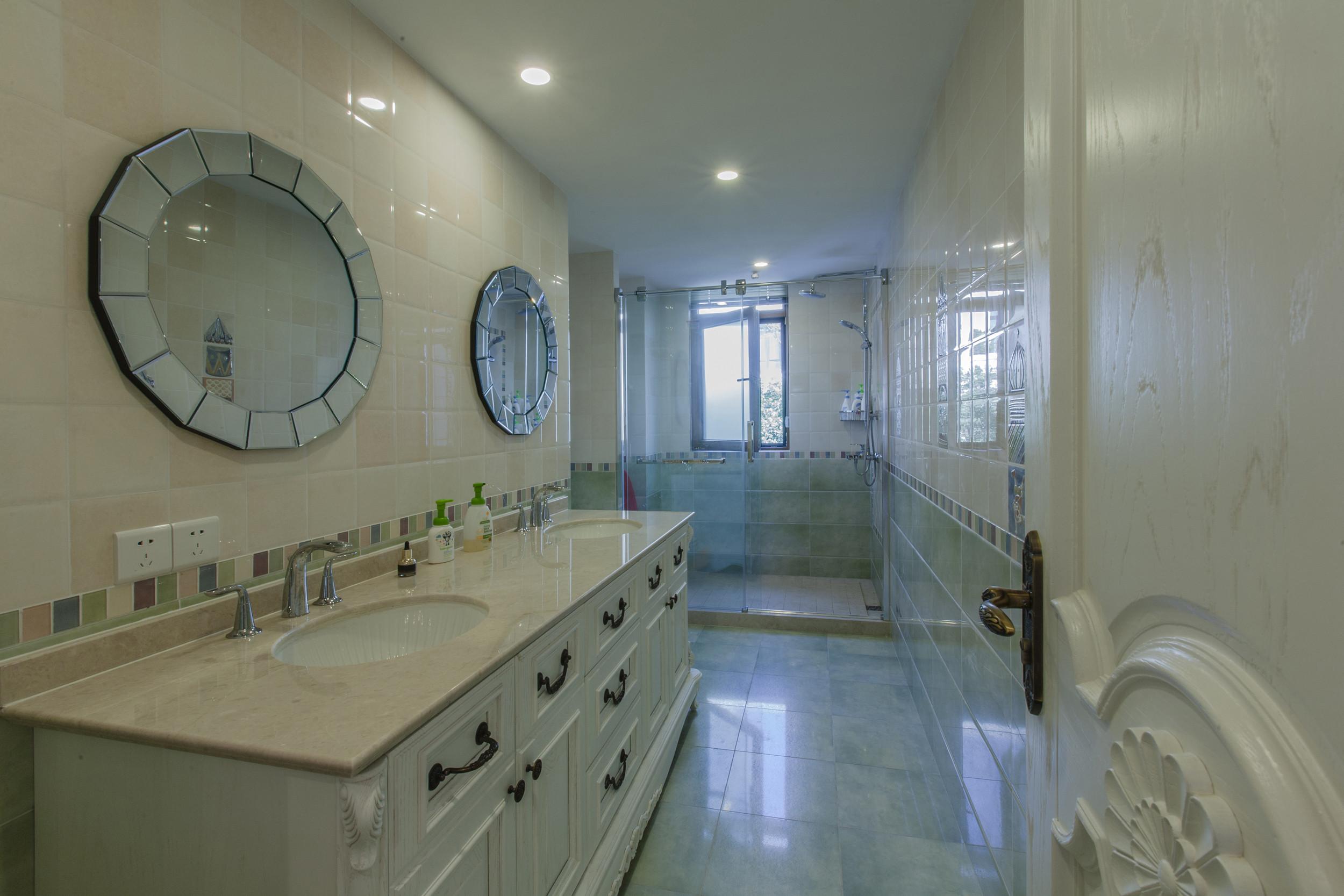 卫生间吊顶洗手台图片