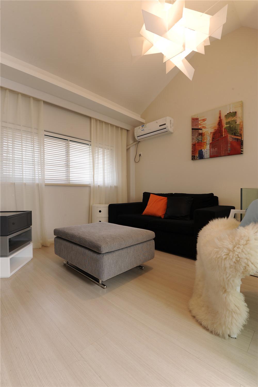 三居室現代簡約家起居室設計圖
