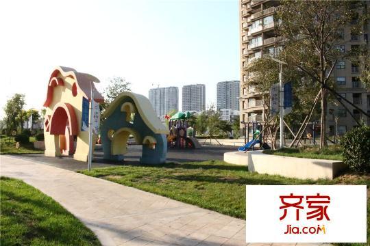 绿化率:32%   楼盘地址:东戴河新区老龙头沿海