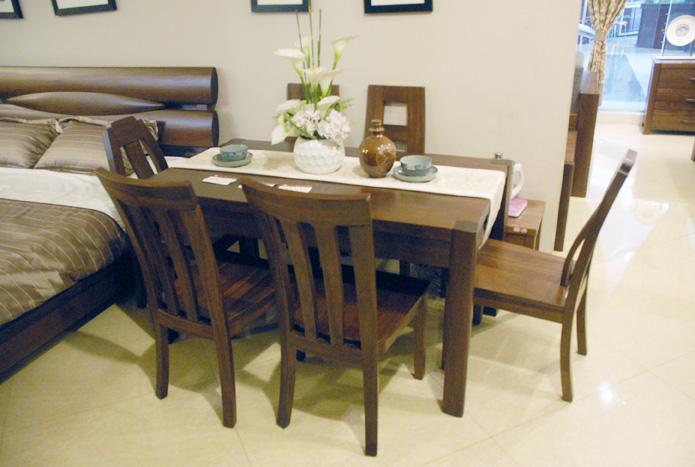 7H702餐桌