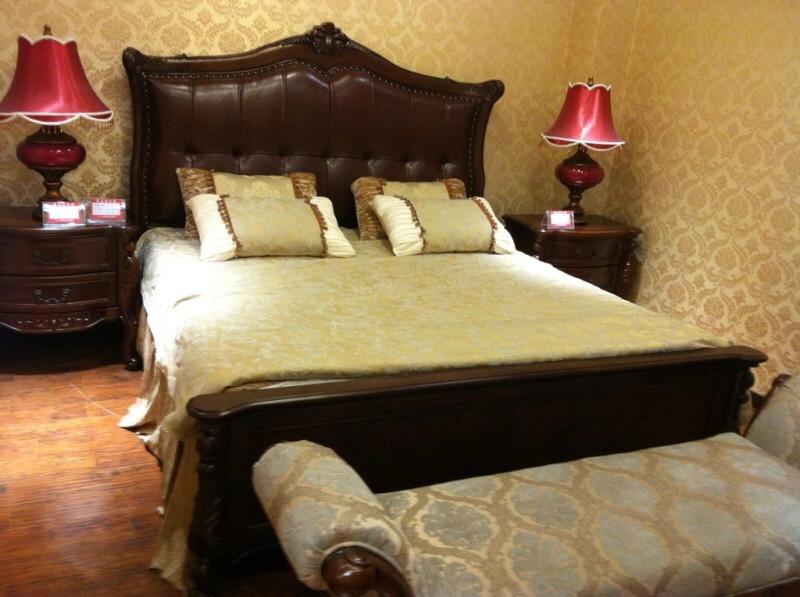 9061皮床1米8十2个床头柜