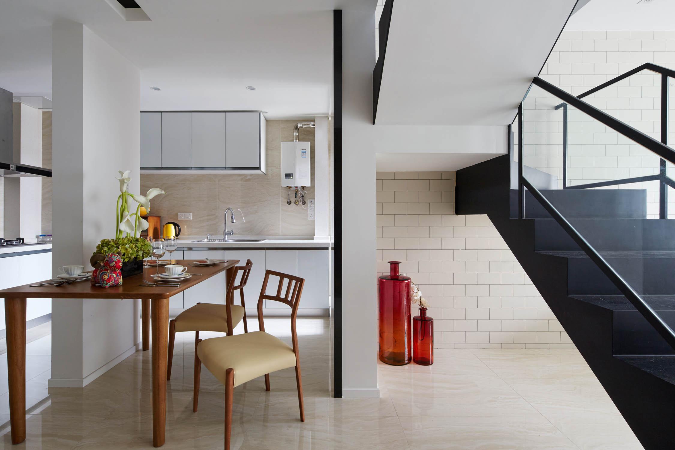 80平小复式公寓装修餐厅设计图图片