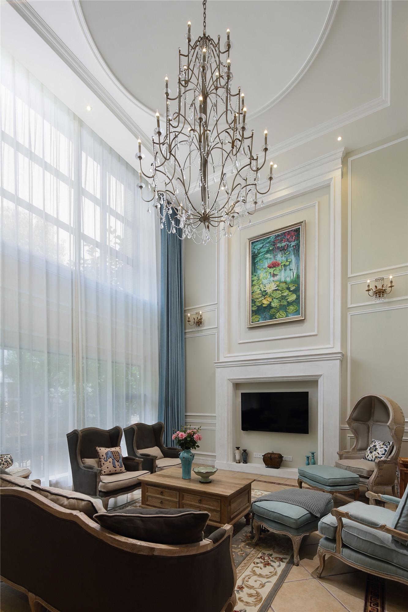装修效果图 家居美图 精美欧式新古典别墅挑高客厅背景墙设计  收藏
