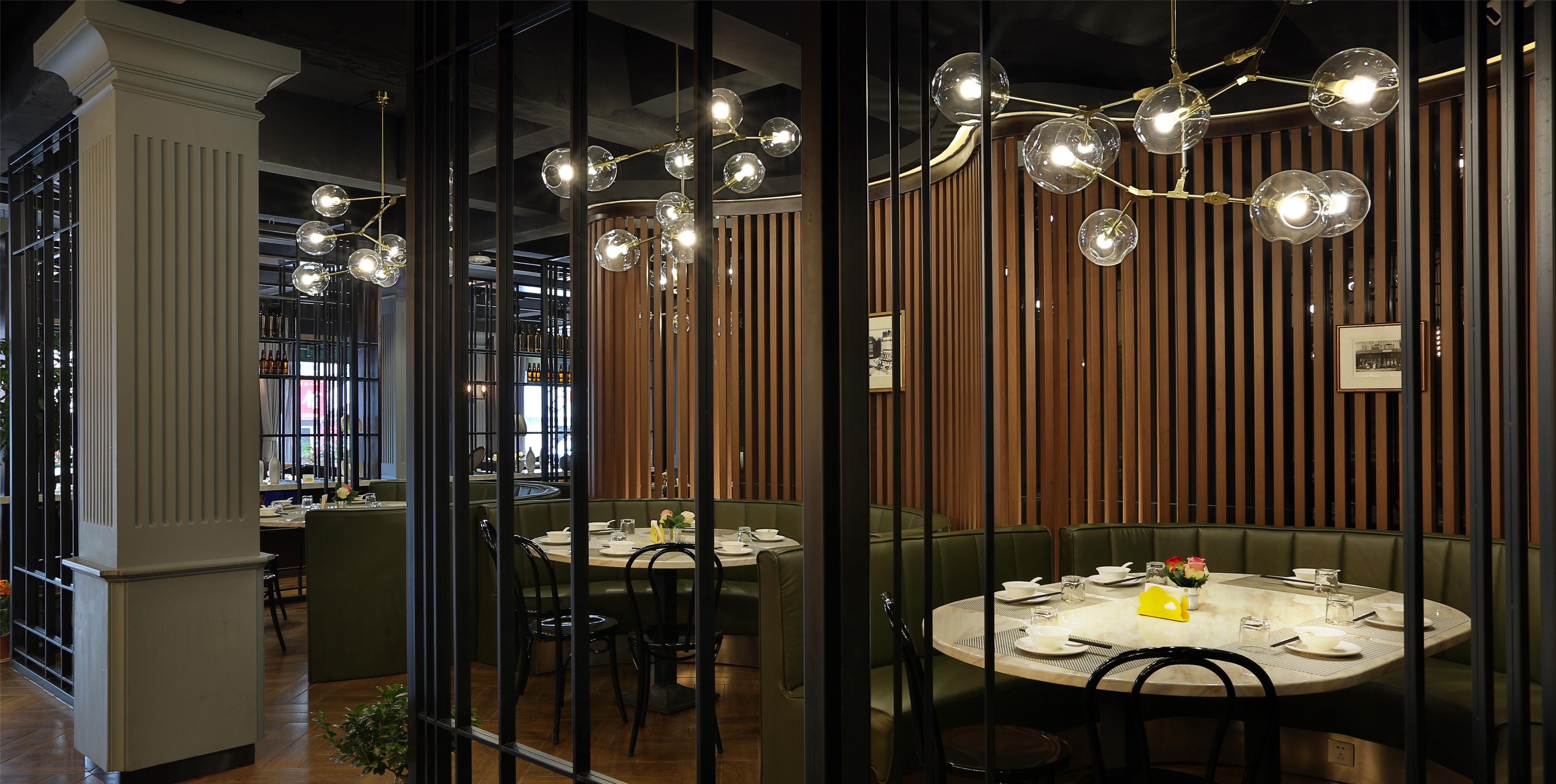 时尚简约工业风餐厅装修吊灯图片