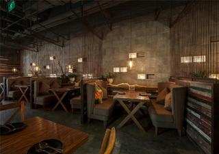 怀旧工业风餐厅装修卡座区