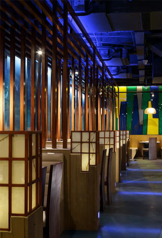 个性化艺术餐厅木栅隔断设计