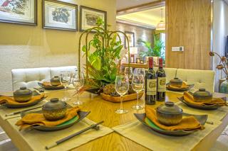 130平东南亚风情装修餐桌摆件