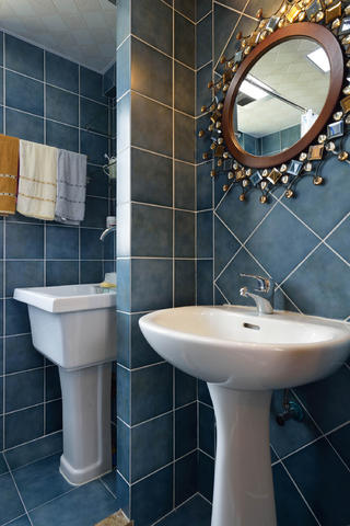 装修效果图 家居美图 80㎡欧式风格二居卫生间装修效果图  相关美图