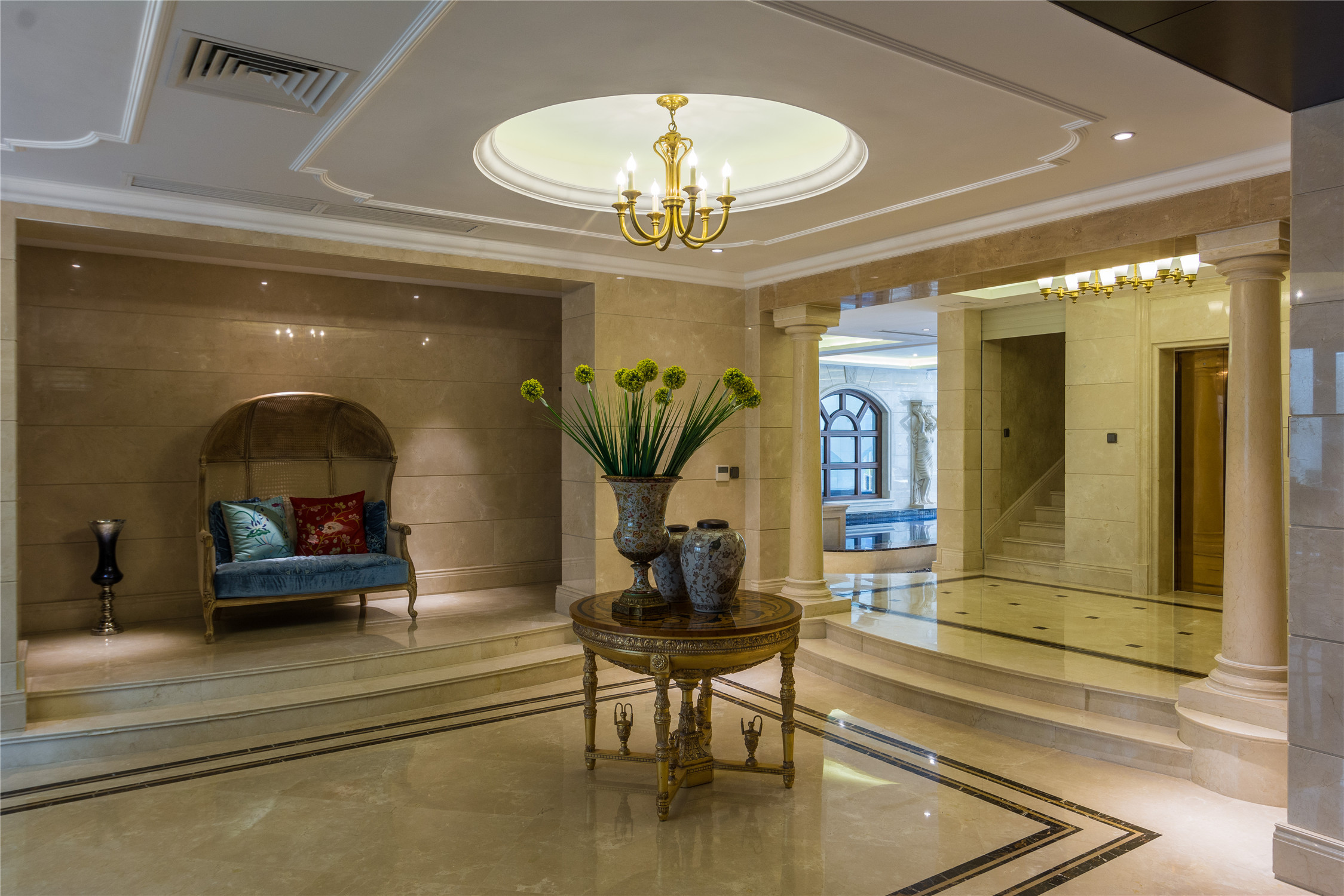 欧式风格客厅三层连体别墅简洁2013欧式客厅装潢