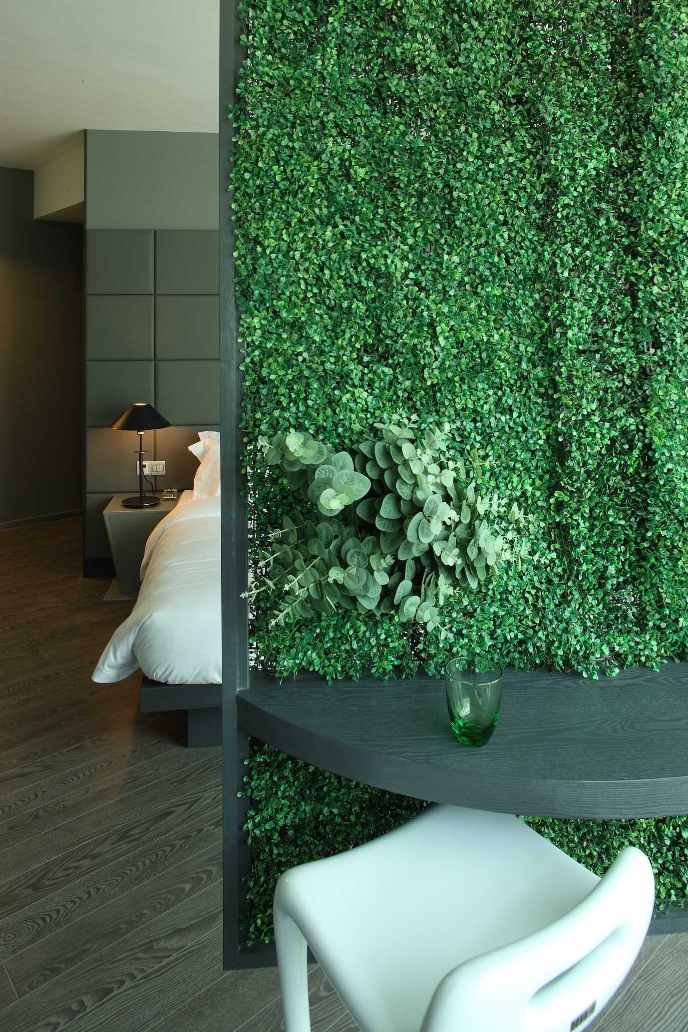 公寓式精品酒店装修植物墙设计