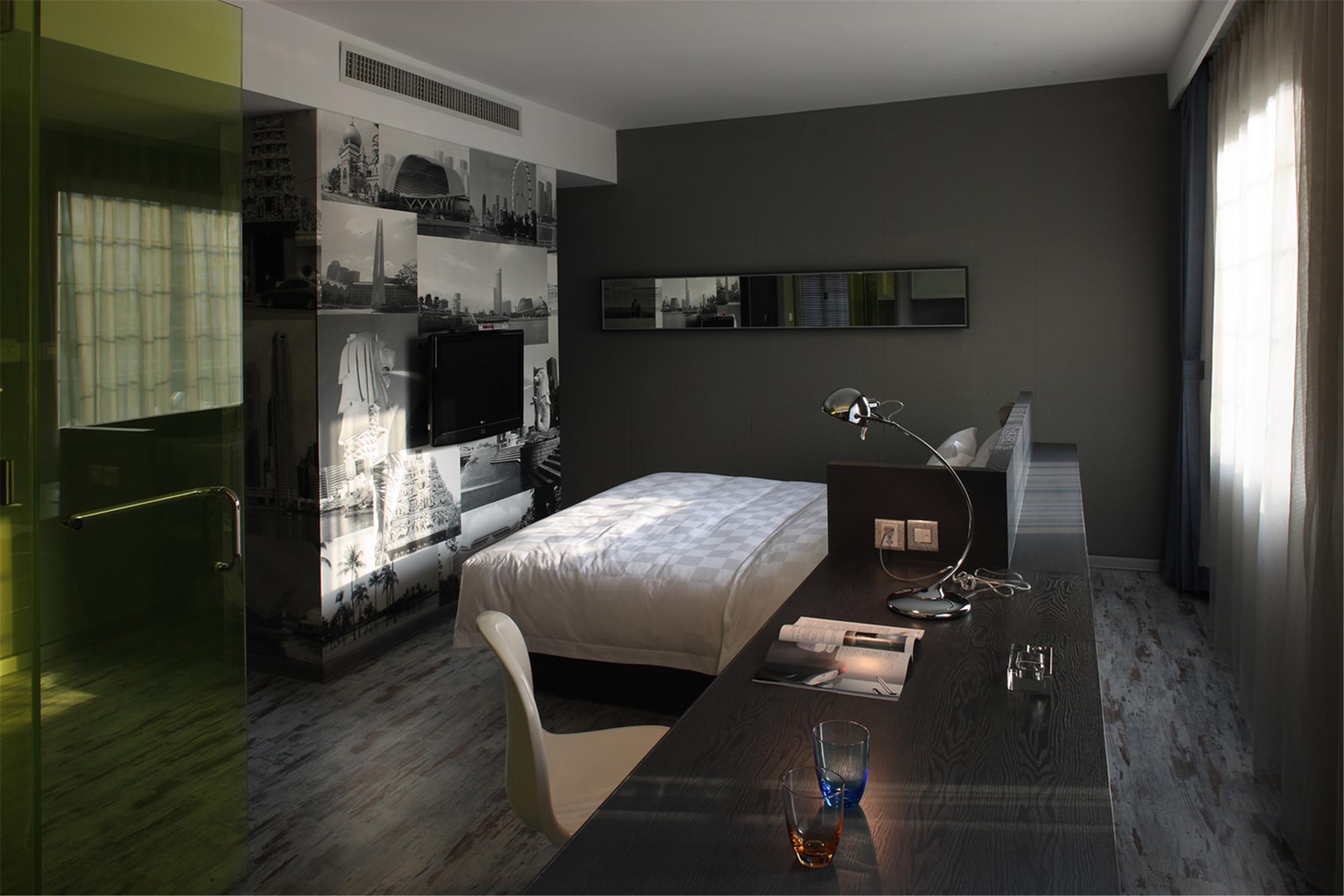 公寓式精品酒店装修书桌图片
