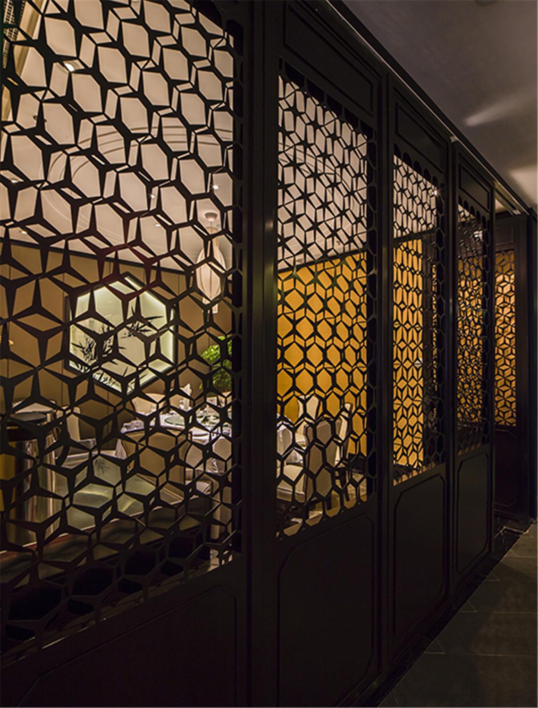 酒楼装修格子窗设计