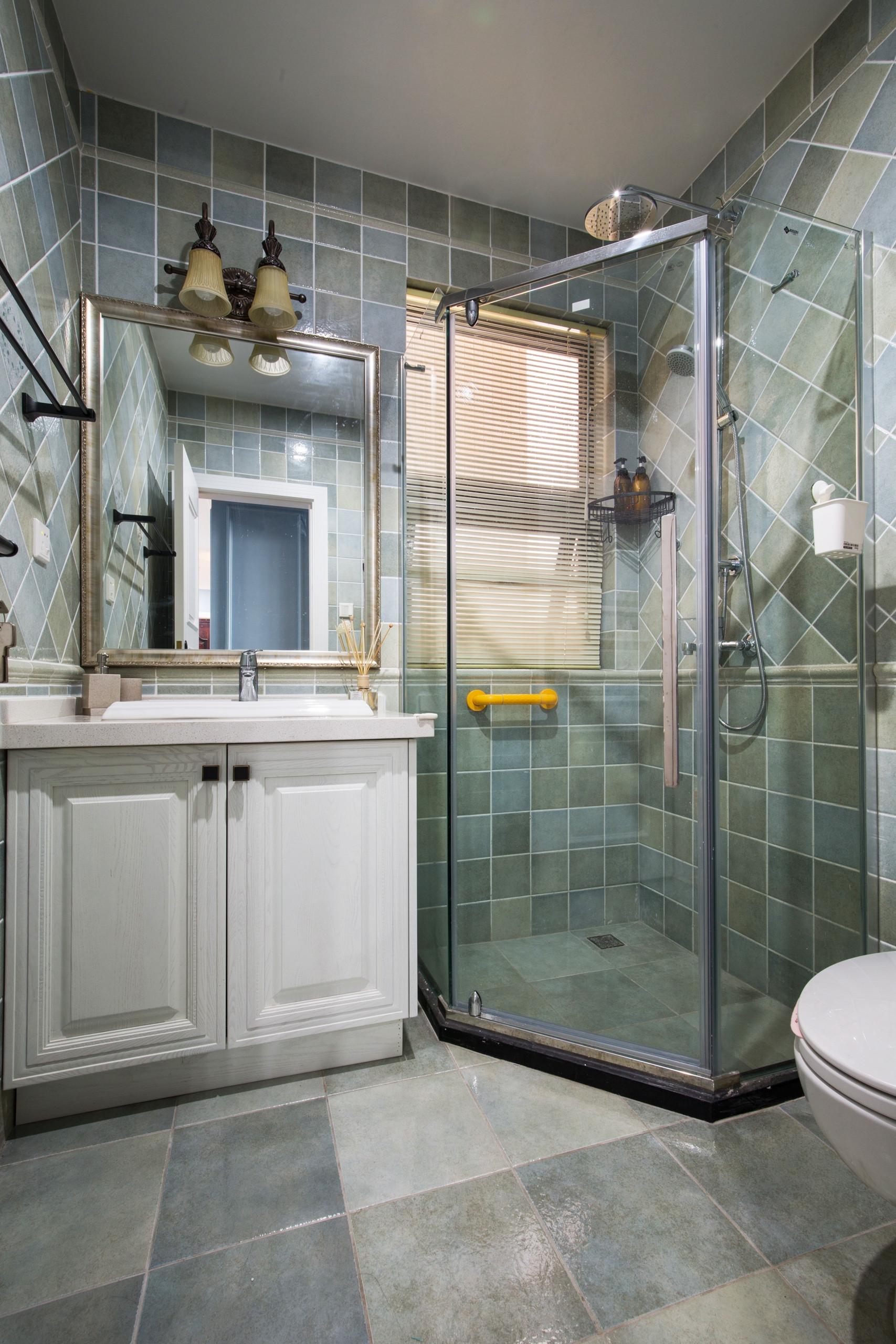 美式风格四居装修卫生间设计图