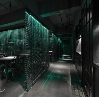 酒吧餐饮空间装修铁网隔断