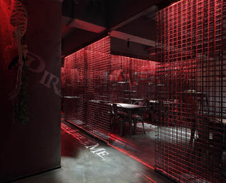 酒吧餐饮空间装修钢筋网格隔断设计