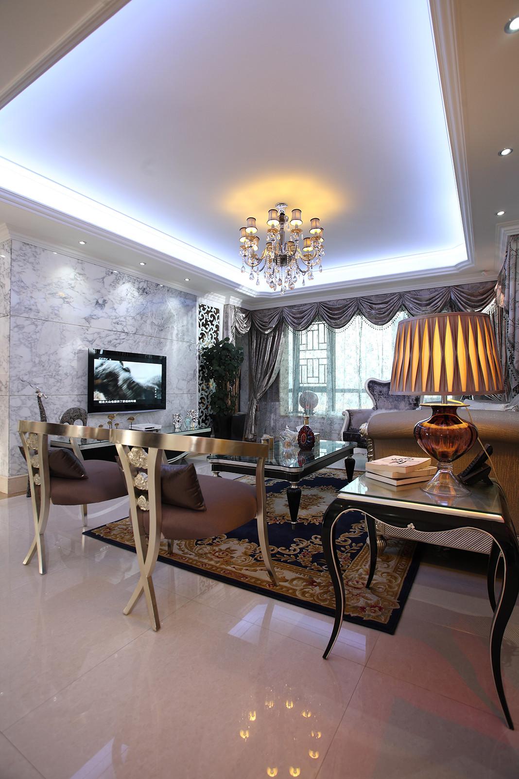 新古典欧式风情别墅装修客厅吊顶