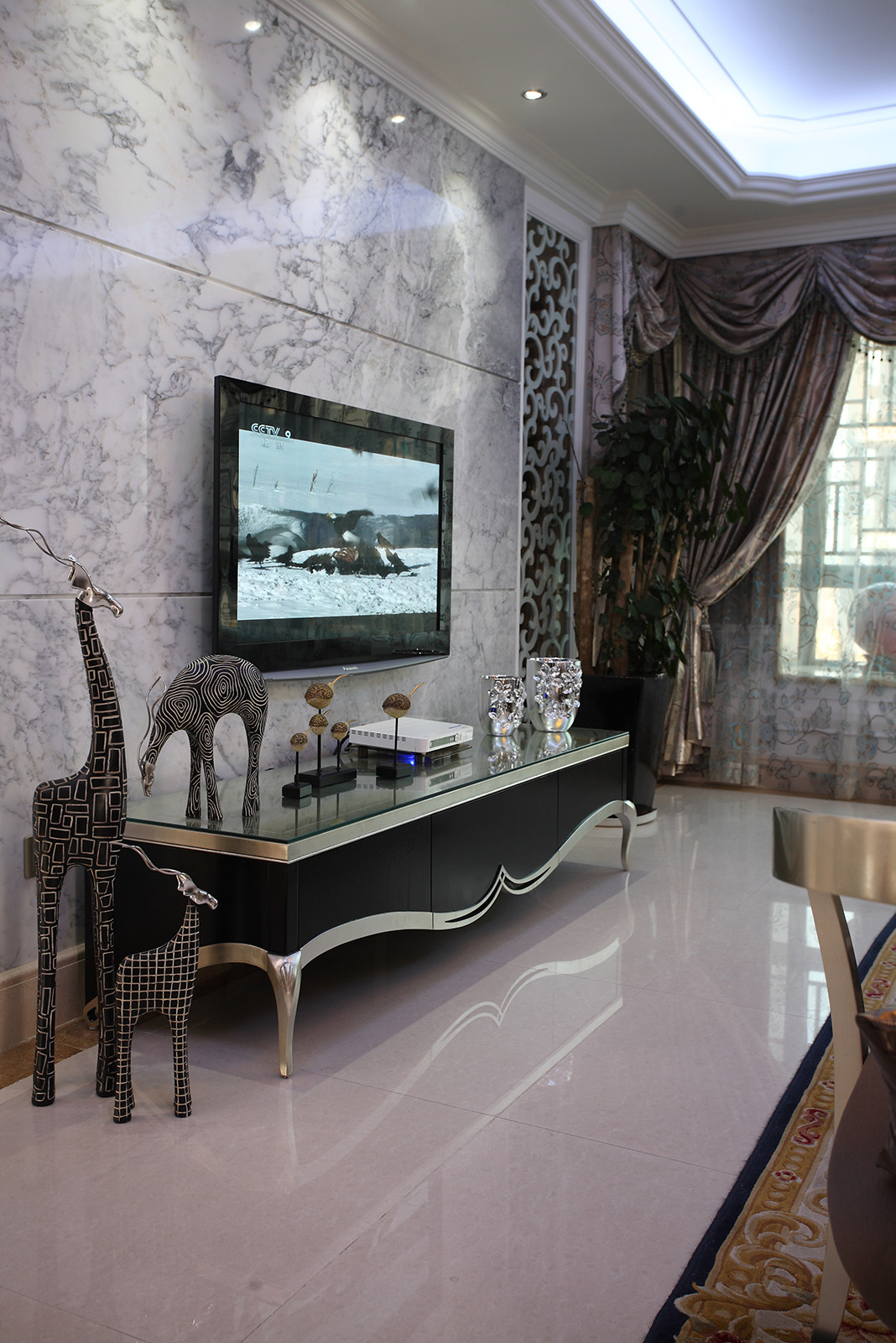 新古典三居装修电视背景墙图片