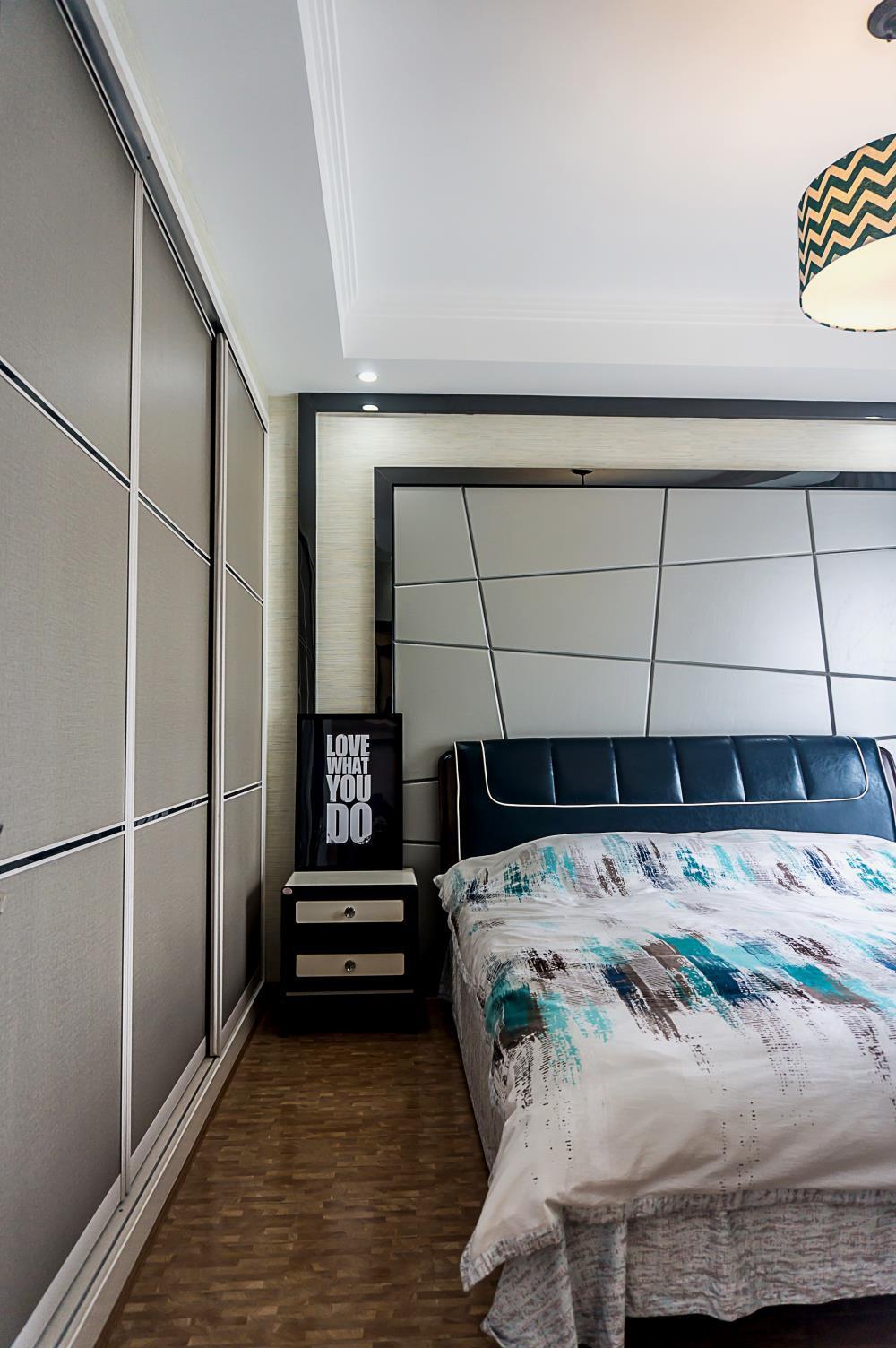 120平简约三居装修卧室设计图