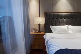 中式三居装修床头柜图片