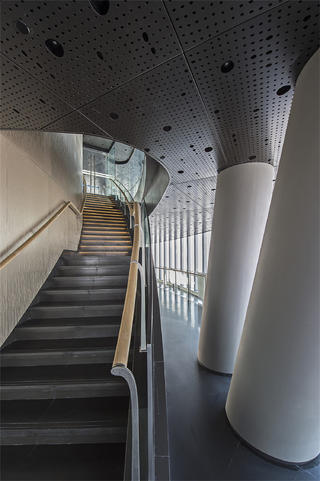 上海中心观光厅楼梯空间设计