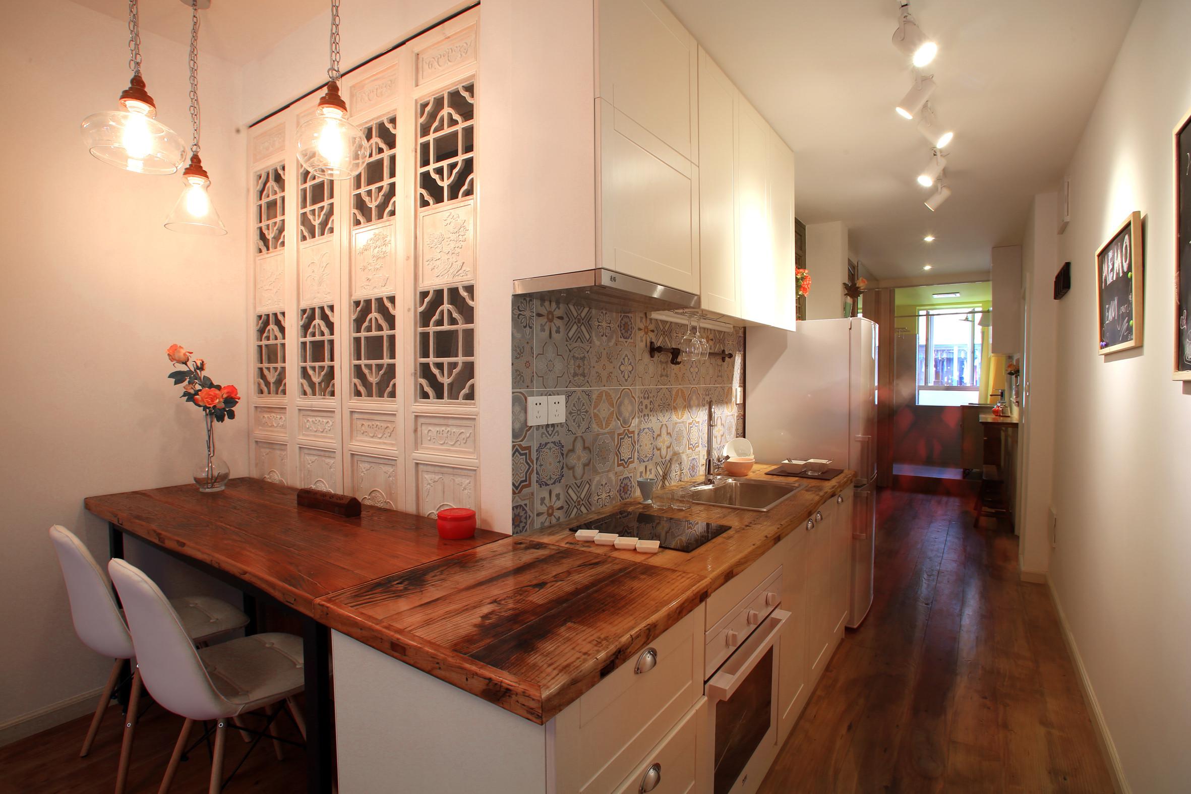 小户型单身公寓装修厨餐厅效果图