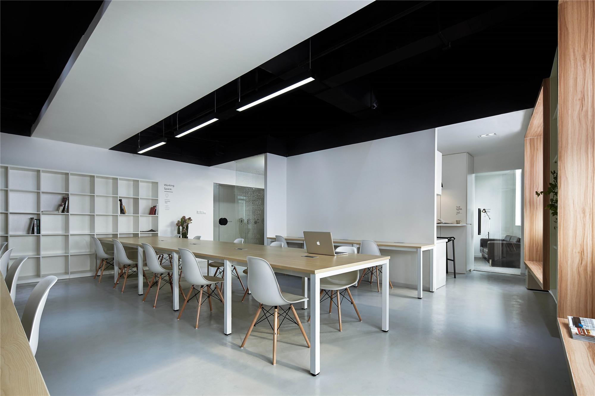 黑白极简办公室装修公共办公区