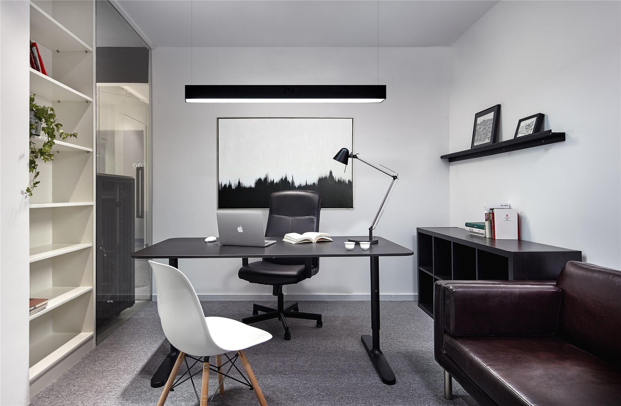 黑白极简办公室装修老板办公室布置图