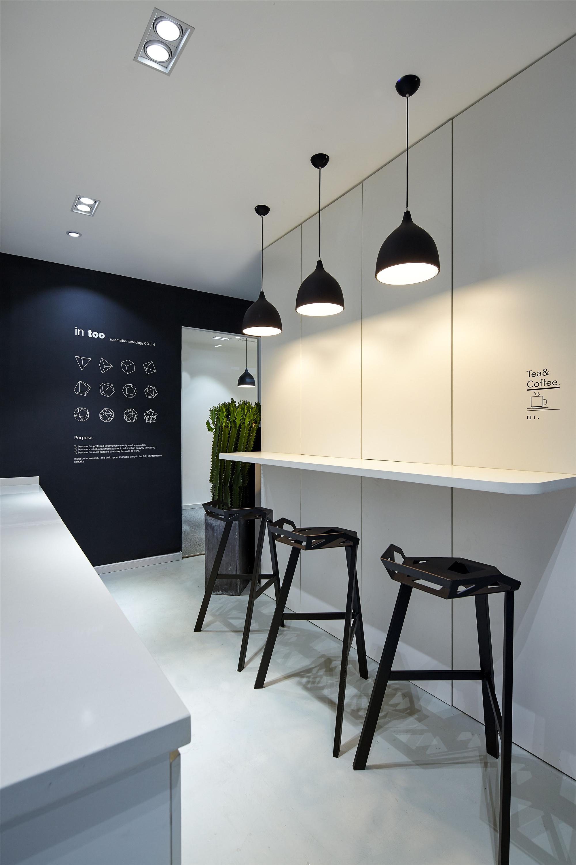黑白极简办公室装修吧台设计