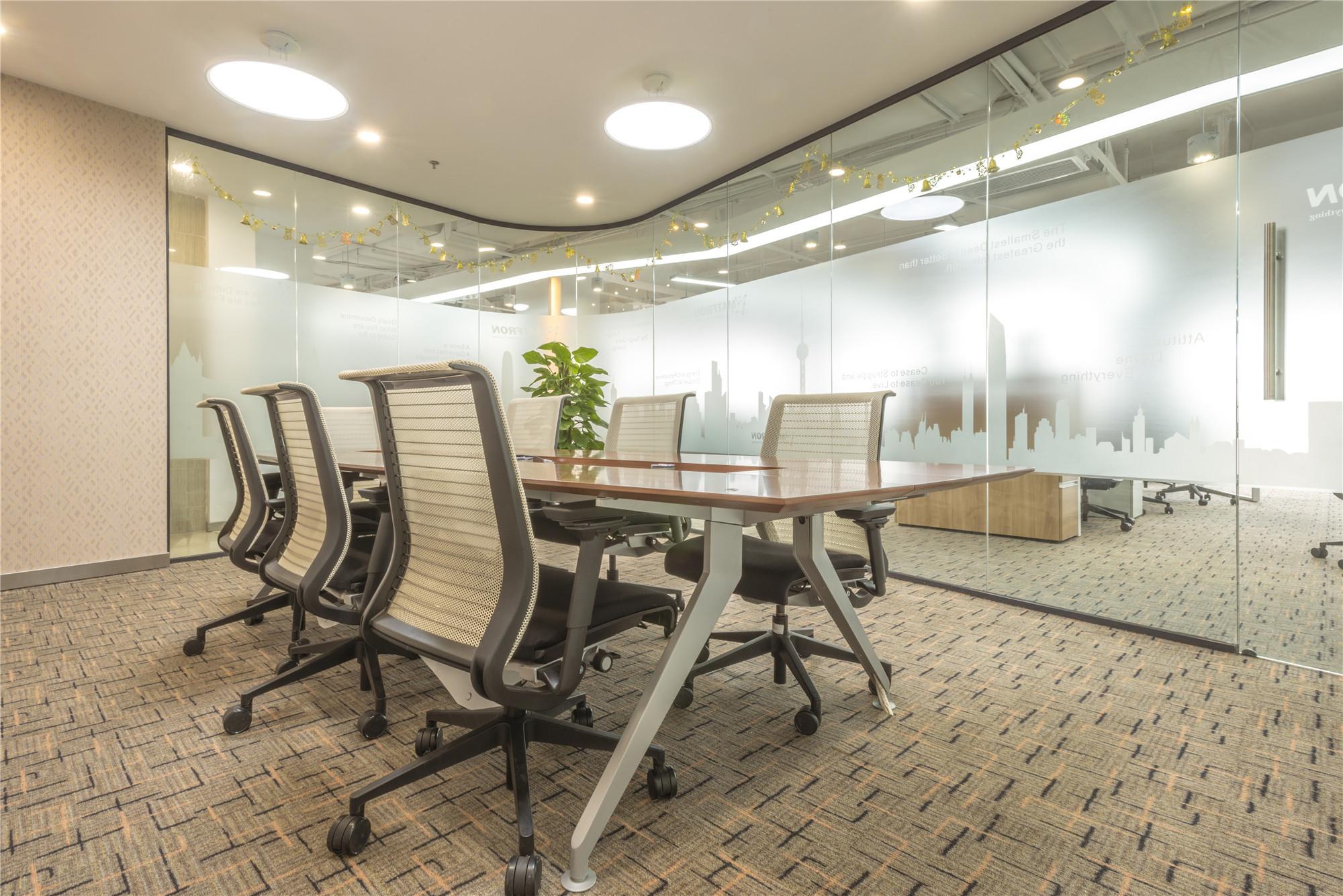简约风办公室装修会议室布置图