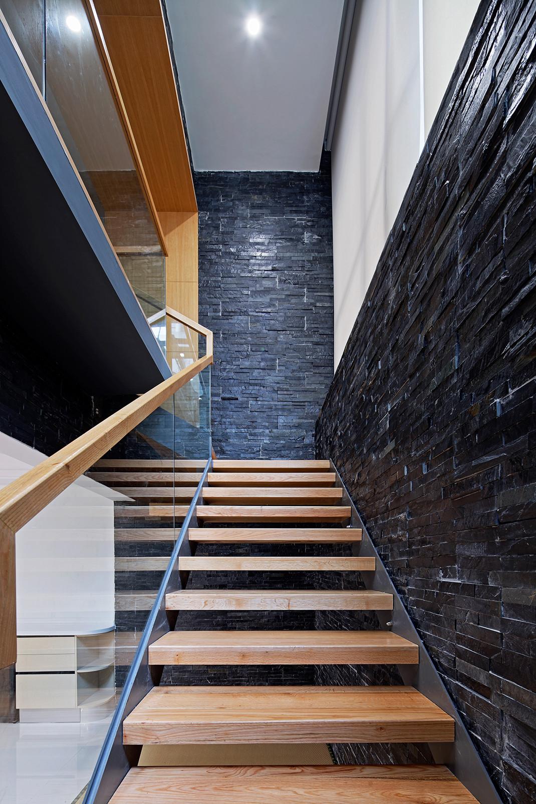 大户型简约复式装修楼梯图片