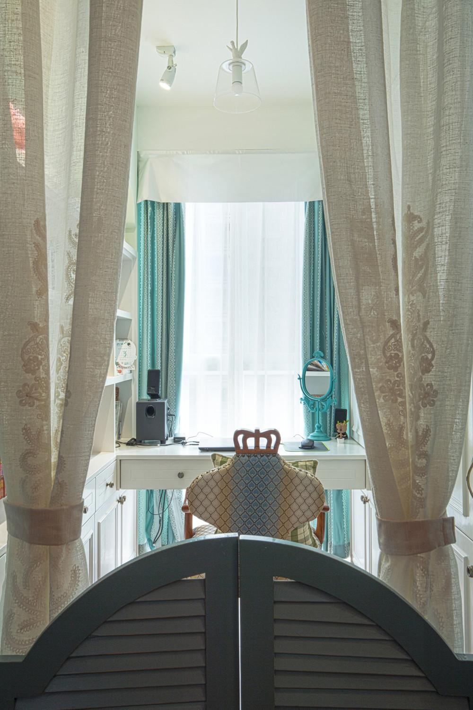80平美式风格三居装修窗帘图片