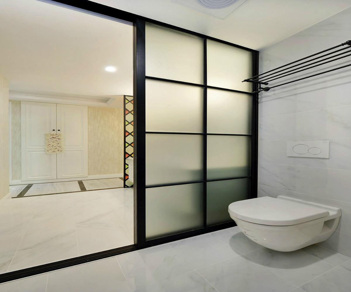 三居室美式装修玻璃移门设计