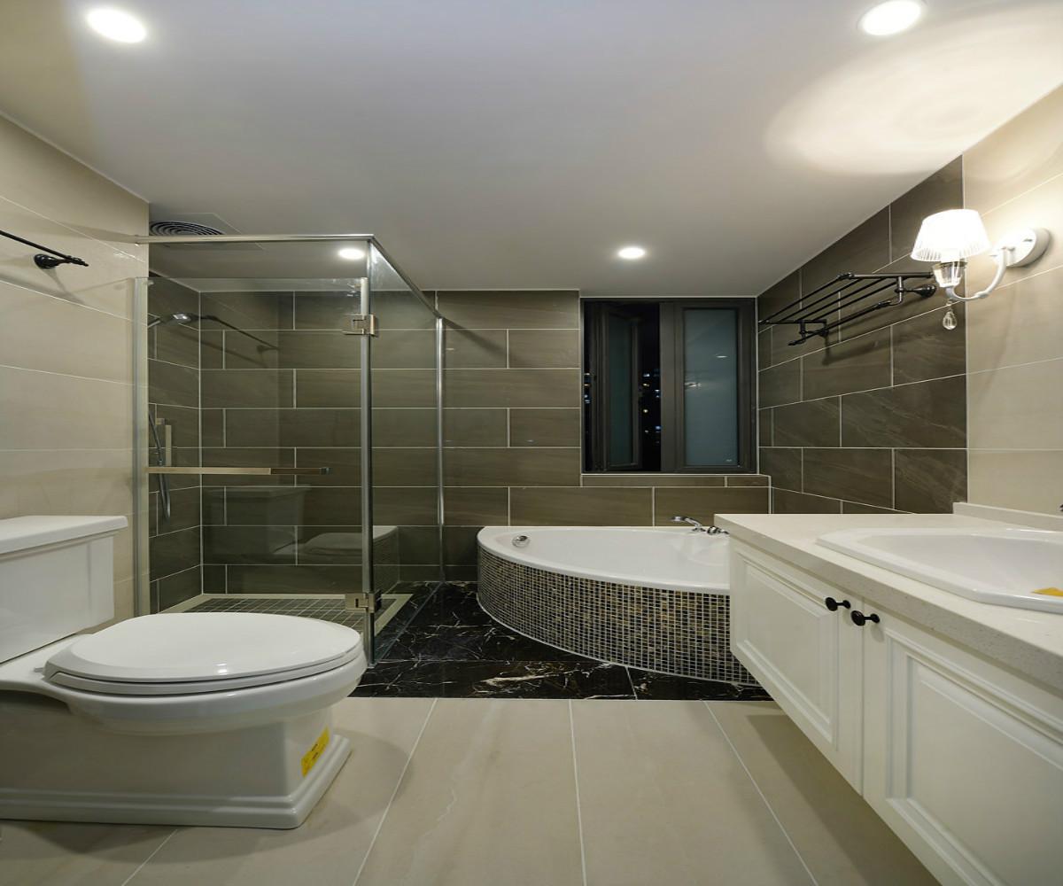 三居室美式装修卫生间效果图