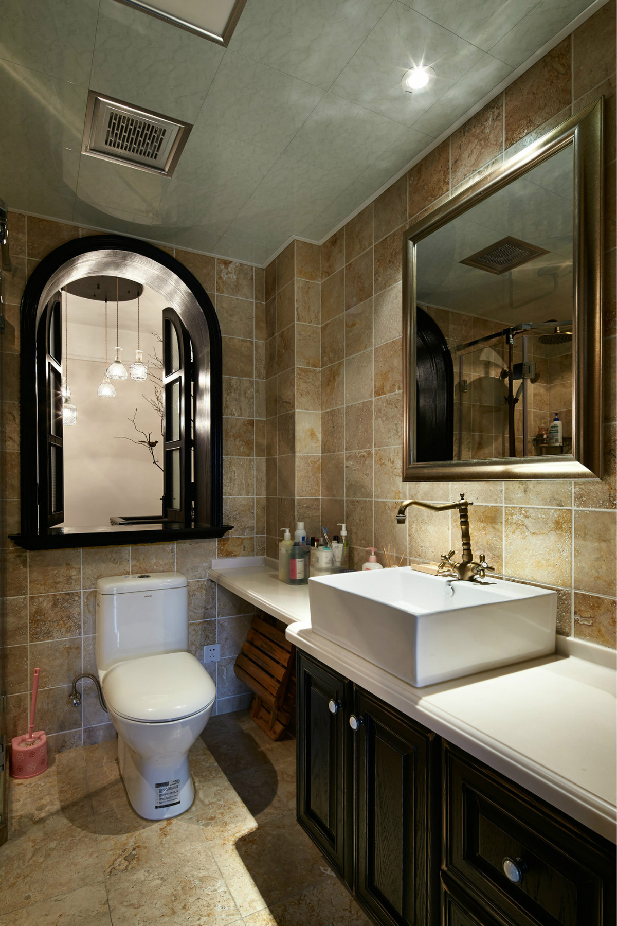 复式三居装修卫生间装潢图