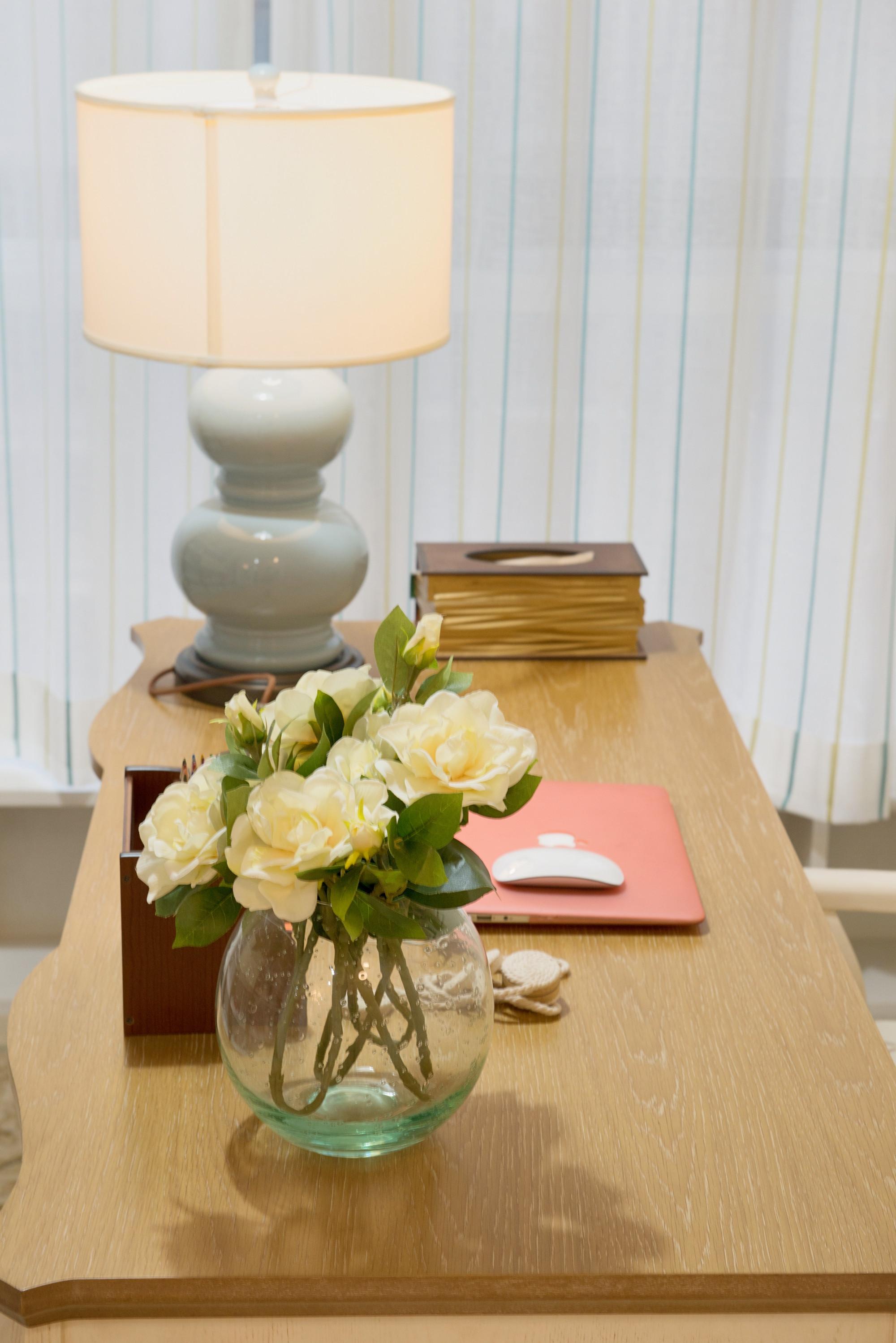 美式风四居之家书桌图片