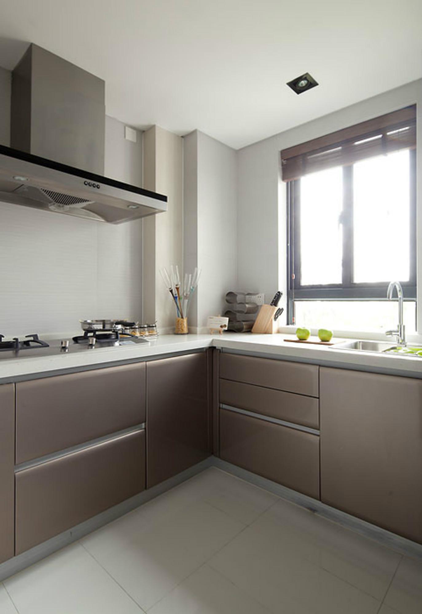 现代简约风三居室装修厨房设计图