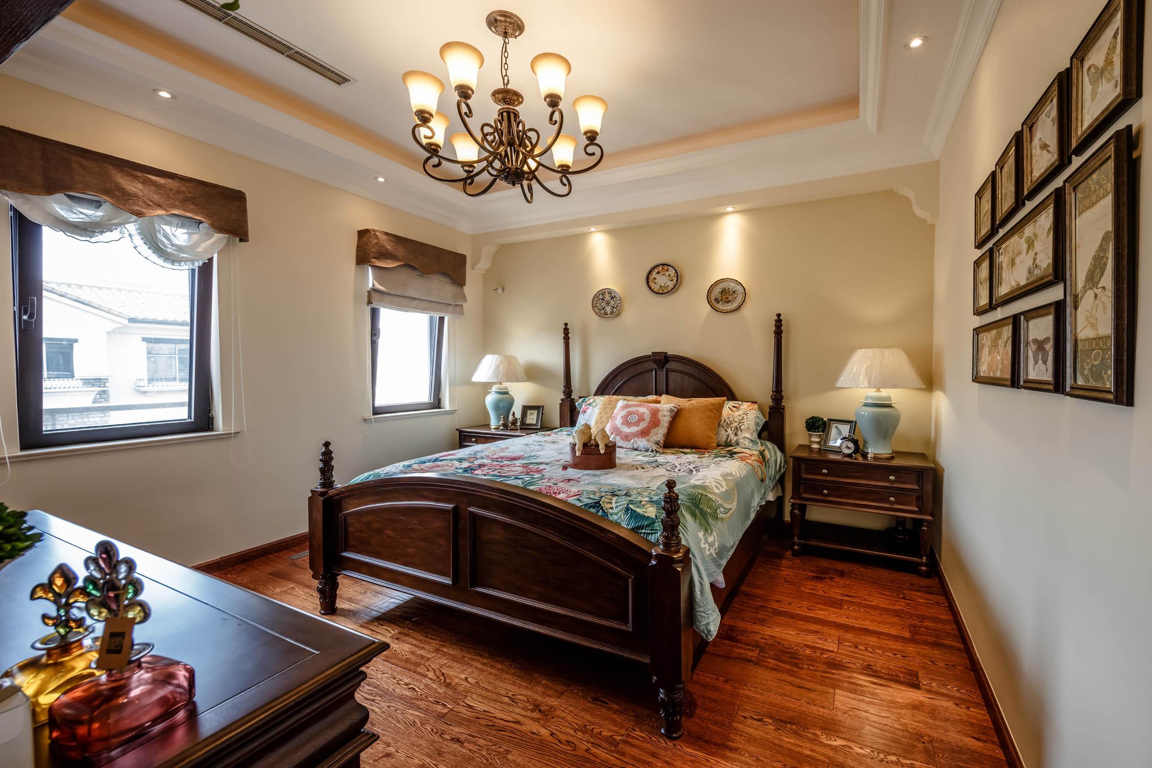 地中海风格别墅装修卧室搭配图