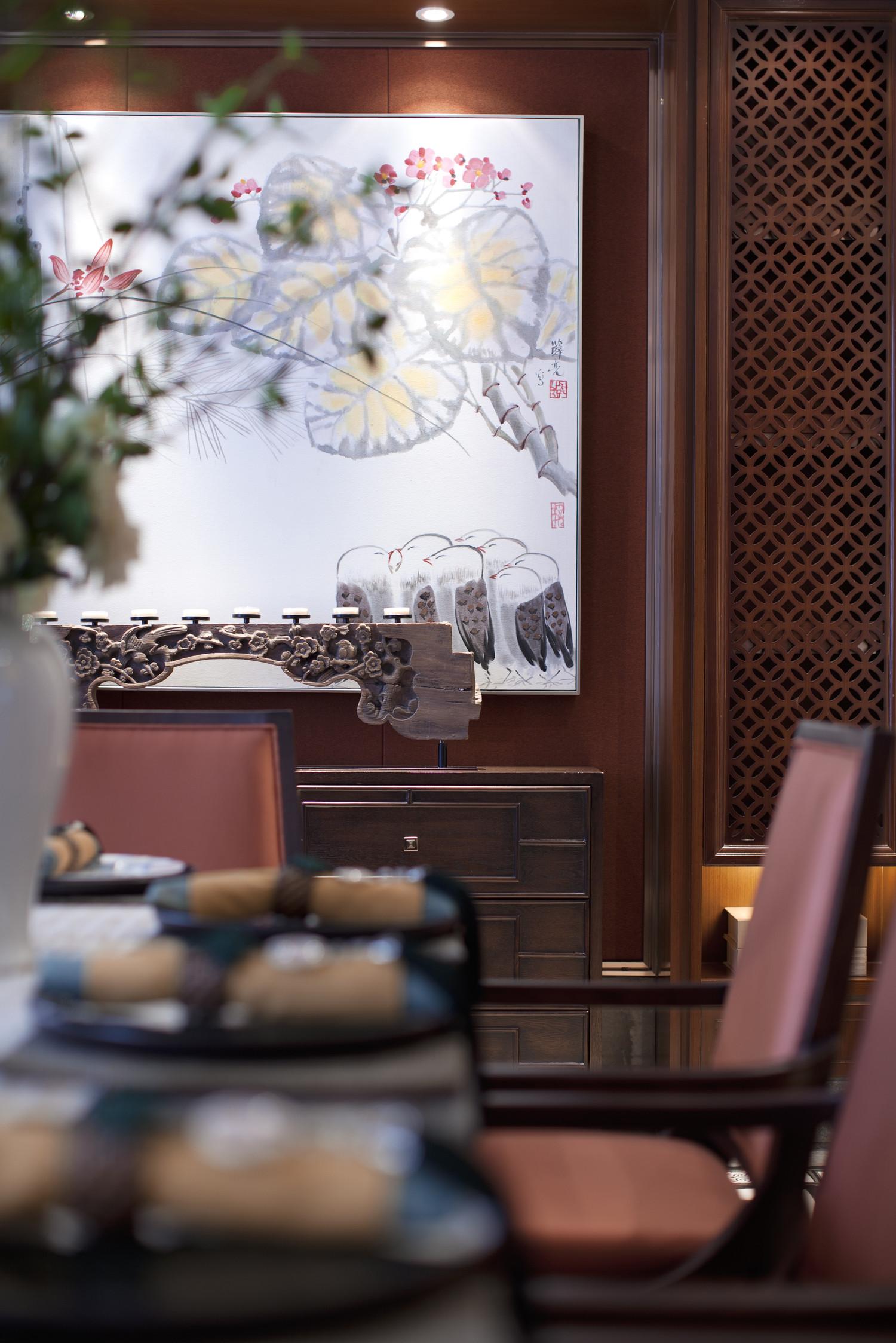 160平中式装修餐边柜装饰摆件